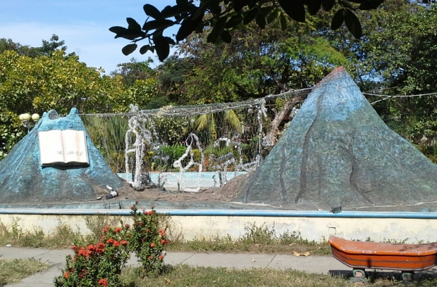 Models of Ometepe's two volcanos decorated for xmas